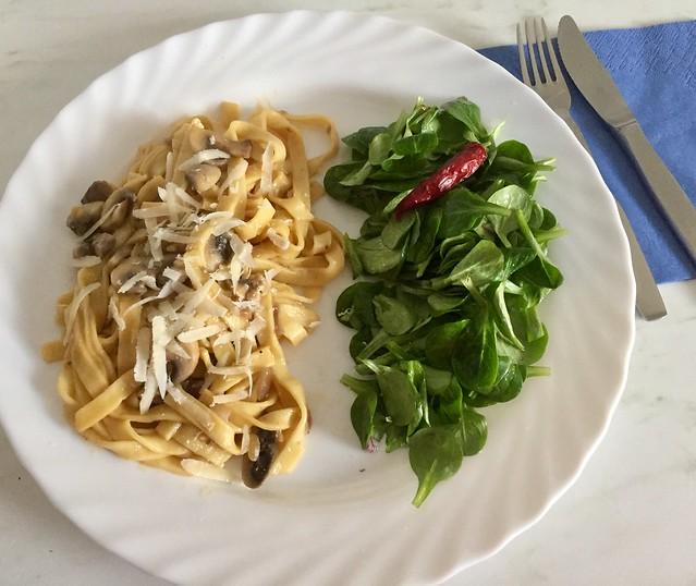 Tagliatelle e Fungi,Salat.