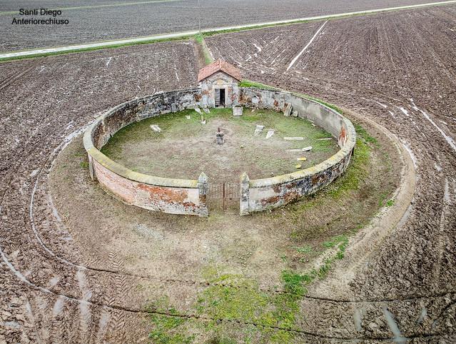 Cimitero abbandonato di Castel Apertole
