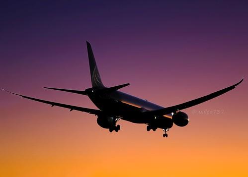 klax lax los angeles airplane plane flugzeug flugzeuge aviation fliegerei spotting spotter planespotter planespotting boeing boeing787 boeing78x boeing78710 b787 b787x b78710 787 787x 78710 n12006 msn 60140 msn60140 ln814 line number 814 ln dreamliner sunset united airlines ual ua