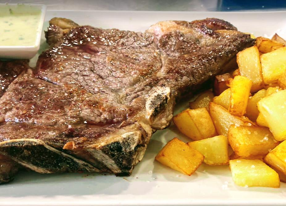 beef entrecote with garnish of the Cova del Xifré