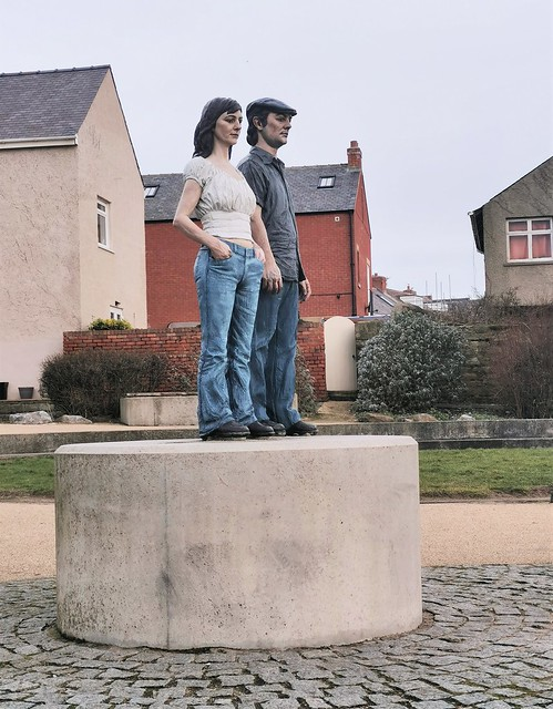 Couple Statue - Shoreside Mini Sculpture