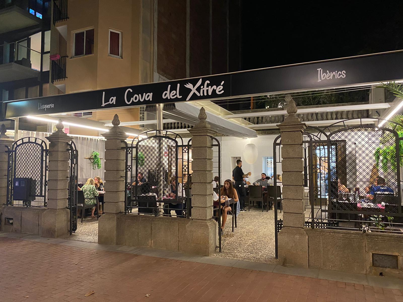 Main entrance of the Cova del Xifré