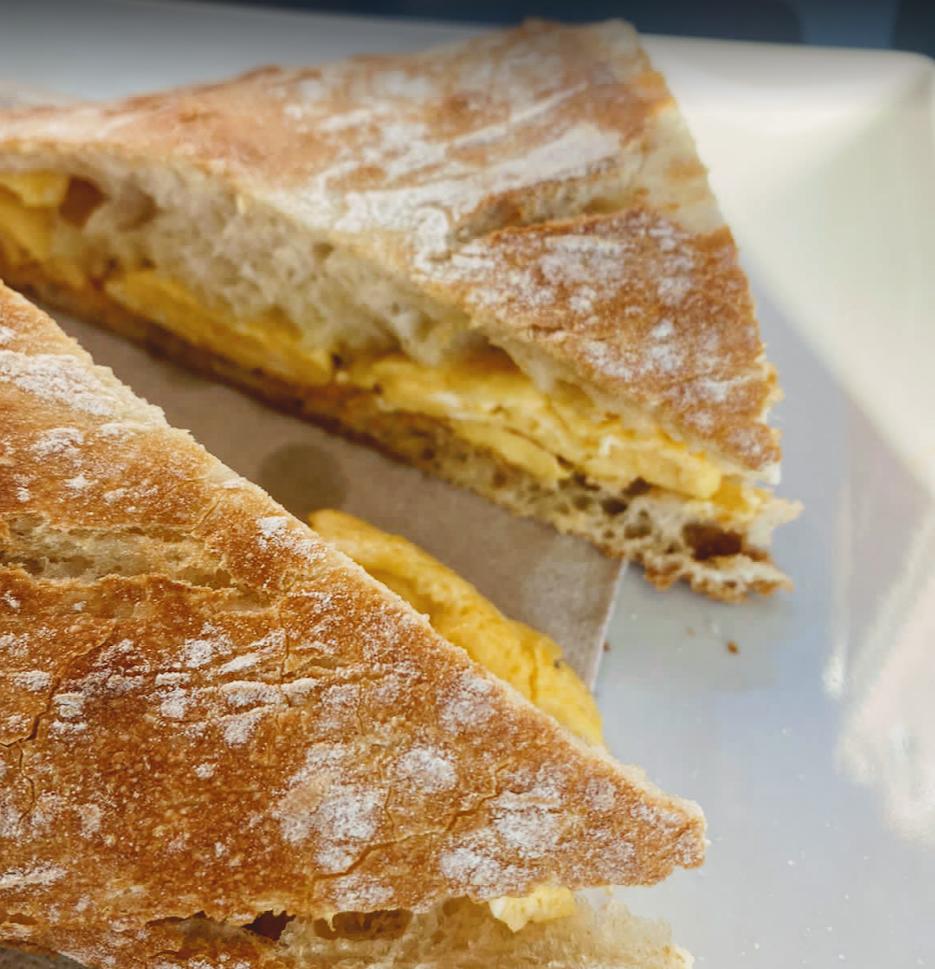 tortilla stuck between two slices of bread of the Cova del Xifré