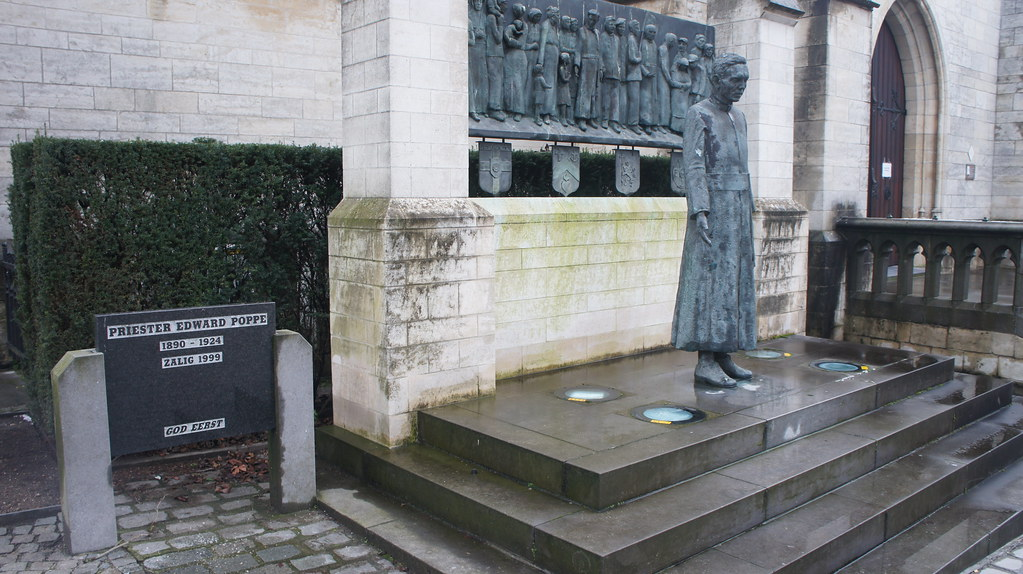 Una de las estatuas esparcidas por Temse