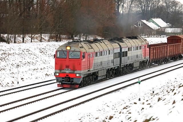 Тепловоз 2ТЭ116У-0269 с грузовым составом на перегоне Витебск/Чепино.