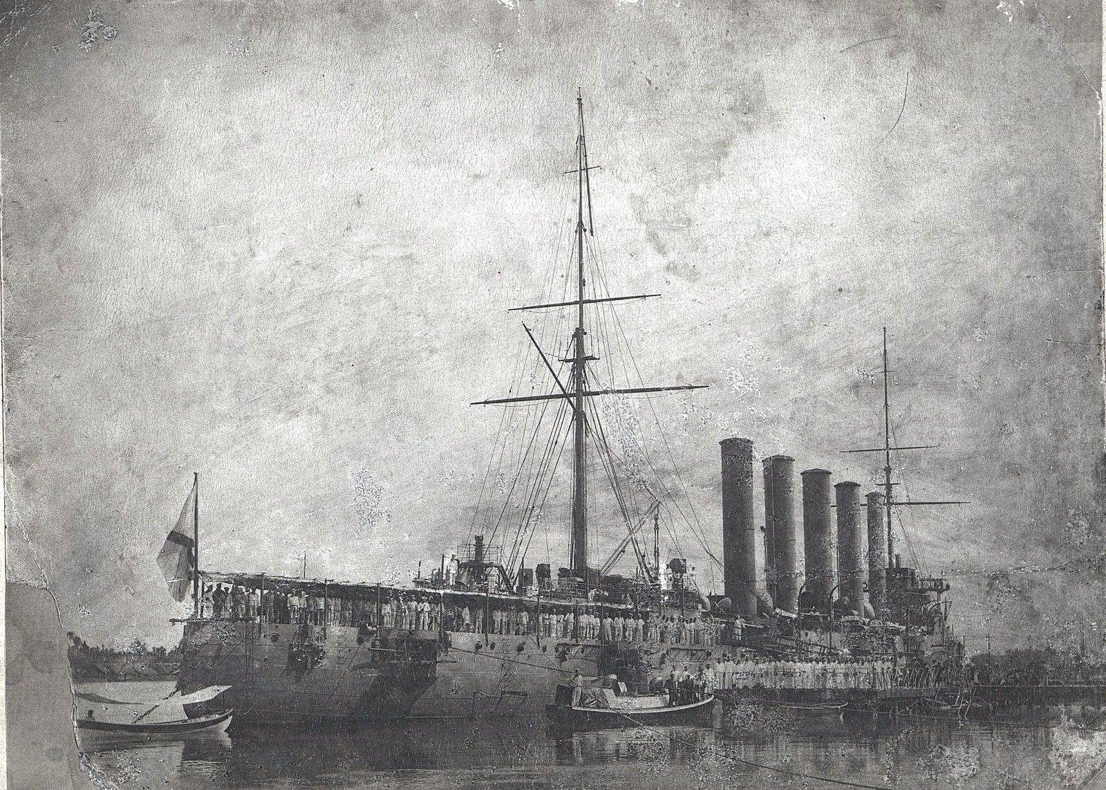 Крейсер Аскольд у пирса Владивостокского порта. 1907