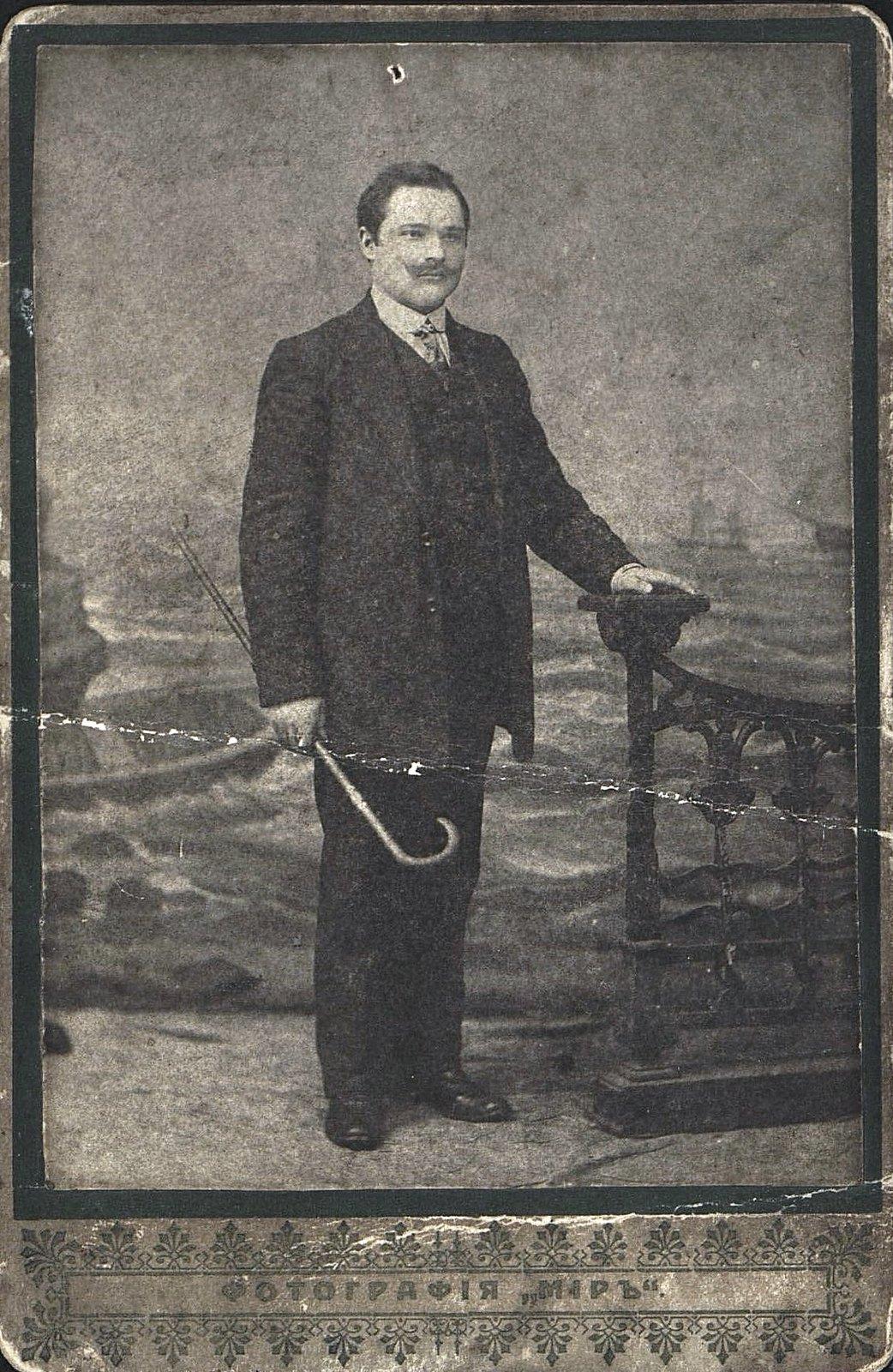 Грабарь-Марчук Мартын Тимофеевич, слесарь минных мастерских. 1914