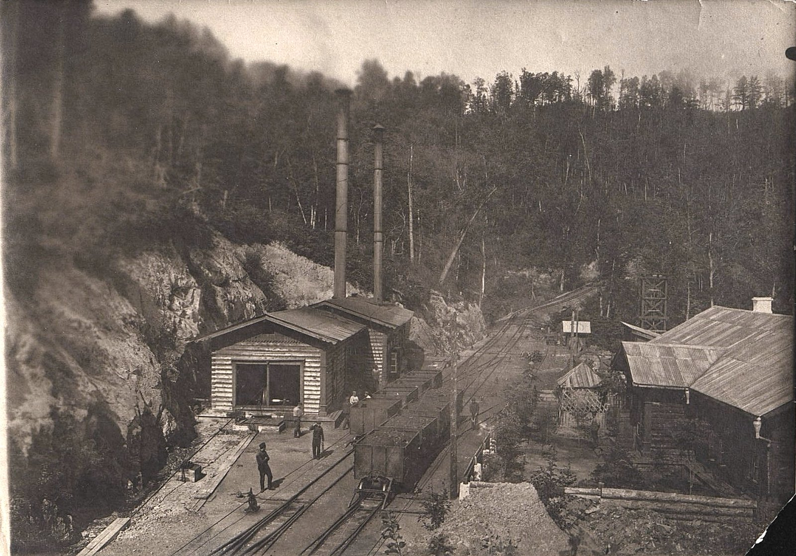Участок Сучанской узкоколейной железной дороги с применением канатной тяги в районе перевала Сихотэ-Алинь.