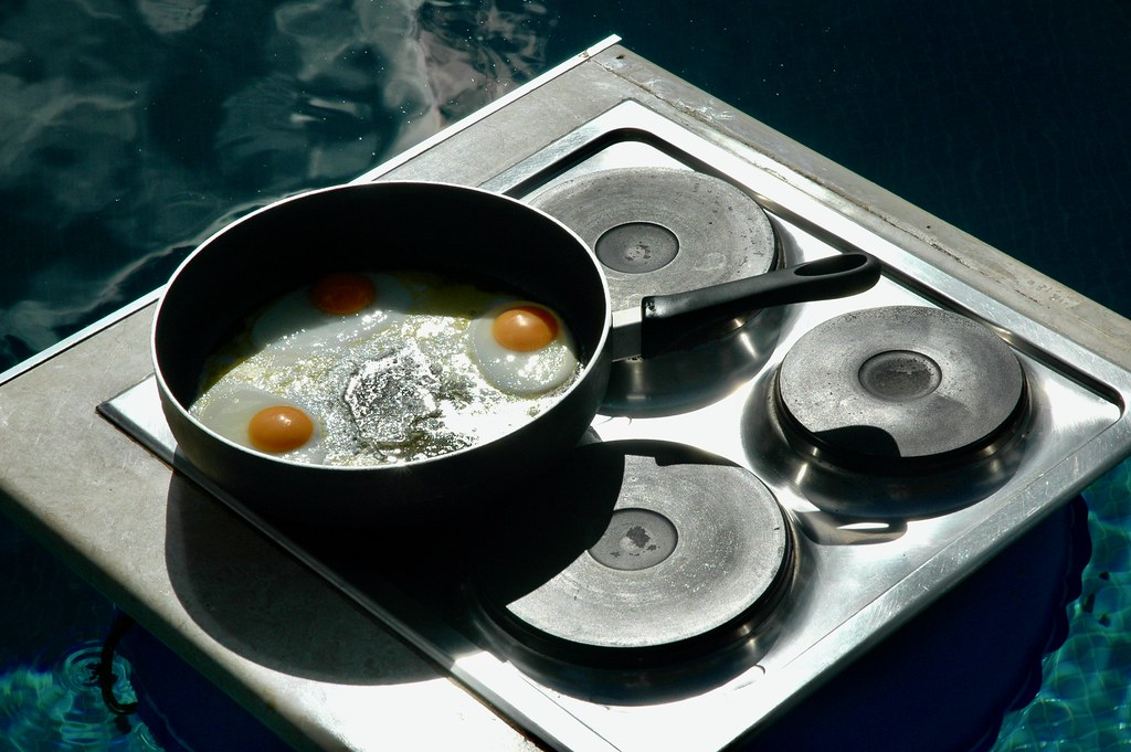 THE CHEF IN THE SWIMMING-POOL