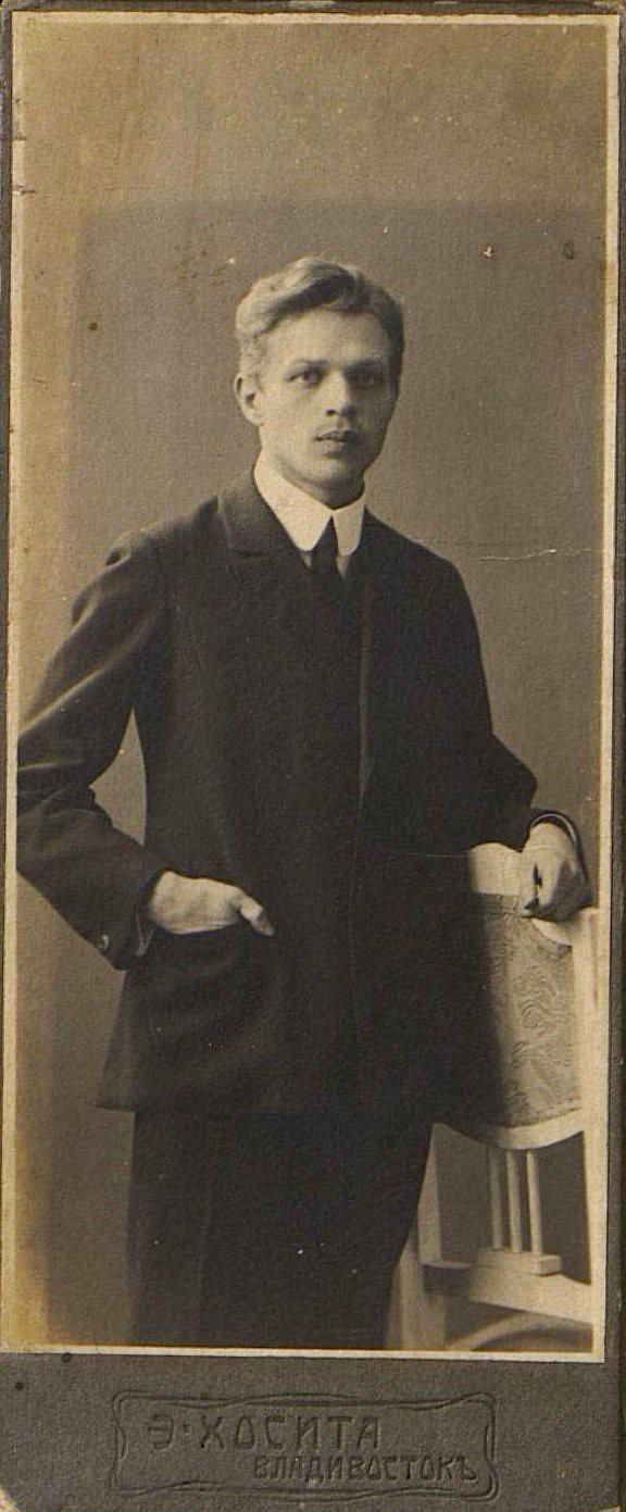 Клюев Василий Александрович, банковский служащиий. 1912