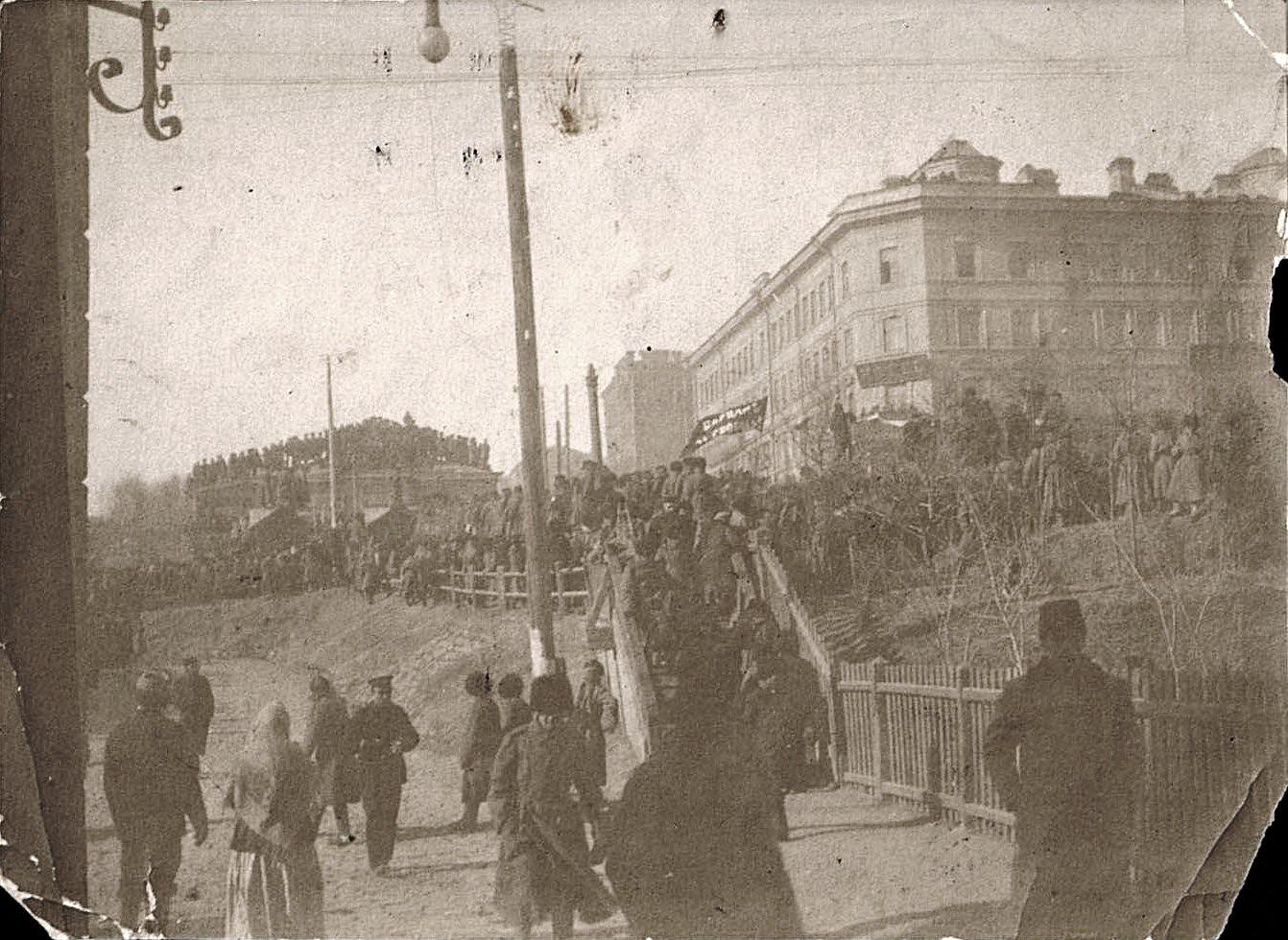 Демонстрация на вокзальной площади. 1906