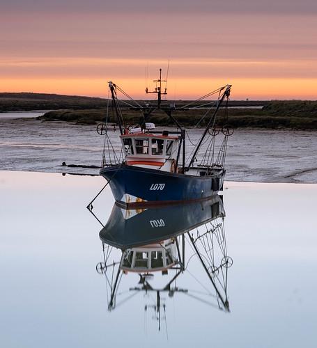 essex barlinghallcreek reflection boat fishingboat sunrise lowtide mr