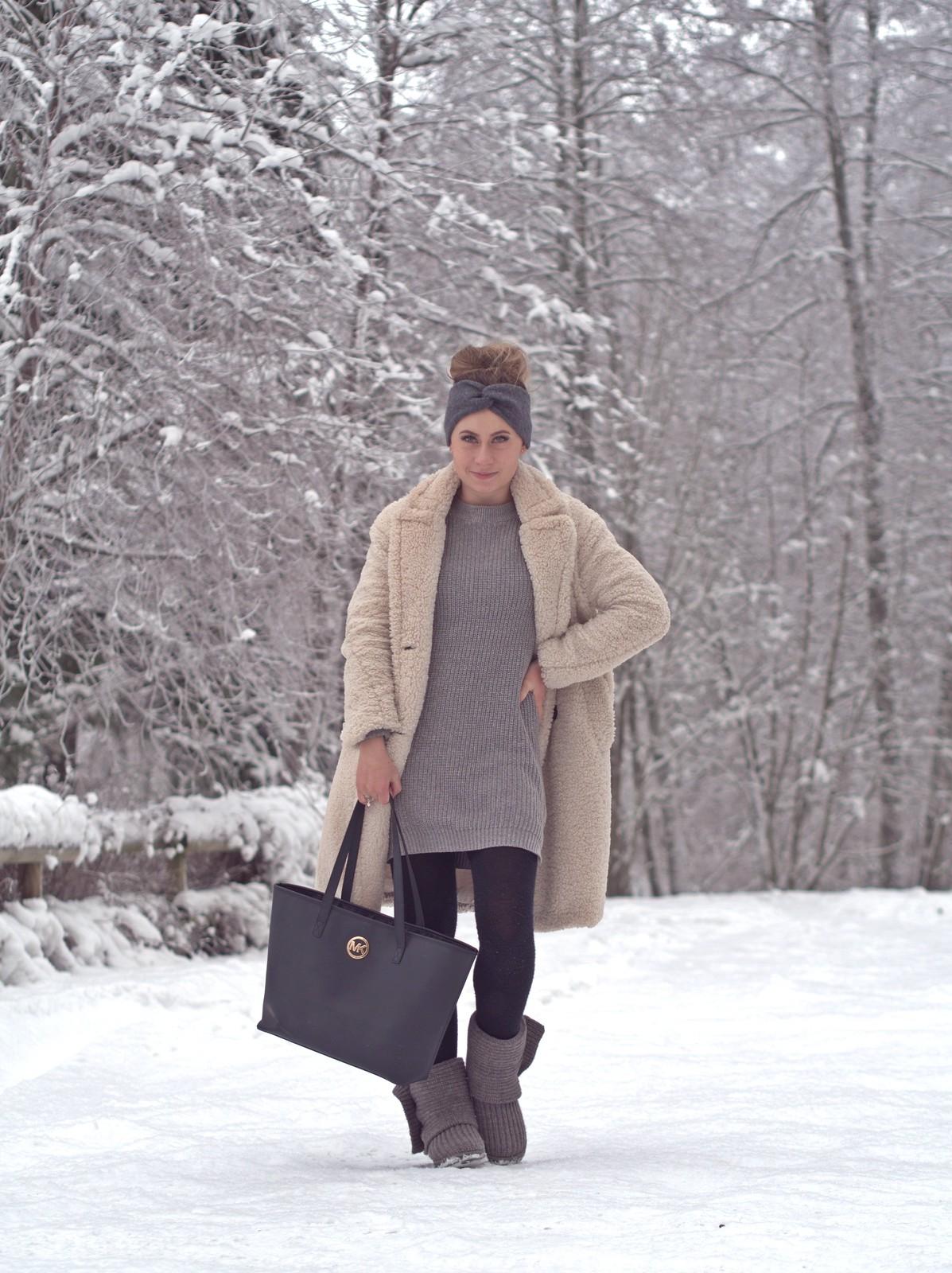 asu harmaalla neuleella talvelle