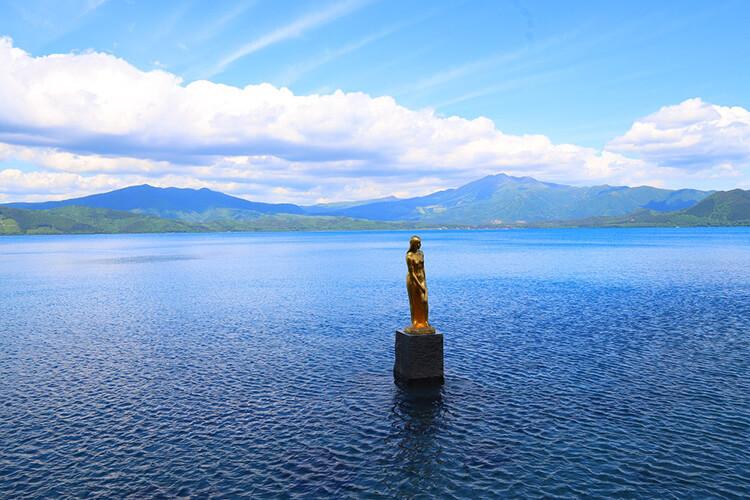 Patung emas Tatsuko.