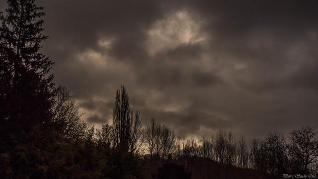 Crépuscule d'hiver à Enveaux (Dordogne)
