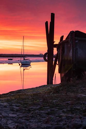 essex barlinghallcreek sunrise yacht boat orange pink water river lowtide serene tranquil fujixt3 mr