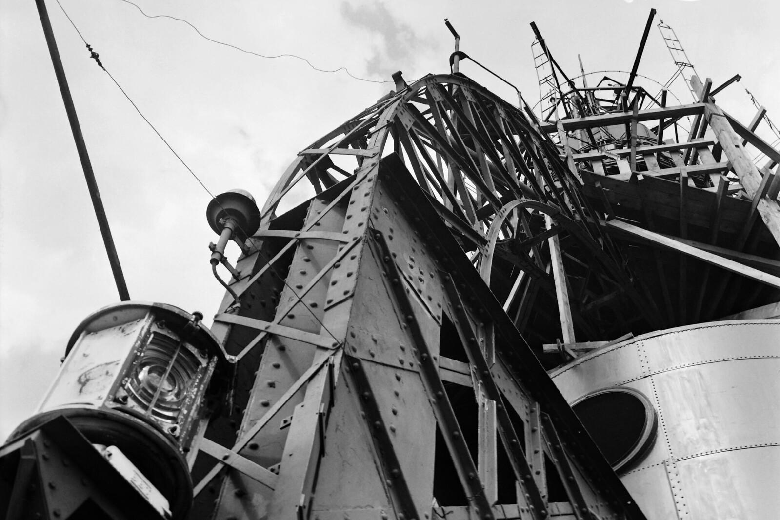 04. 1949. Снимок телевизионной антенны, установленной на вершине Эйфелевой башни, август