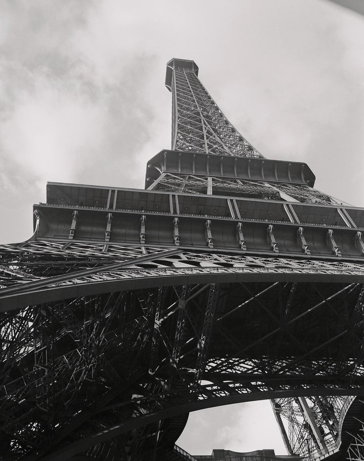 02. 1949. Видны три платформы башни. Самый нижний - ресторан, второй - бар, а третий - смотровая площадка