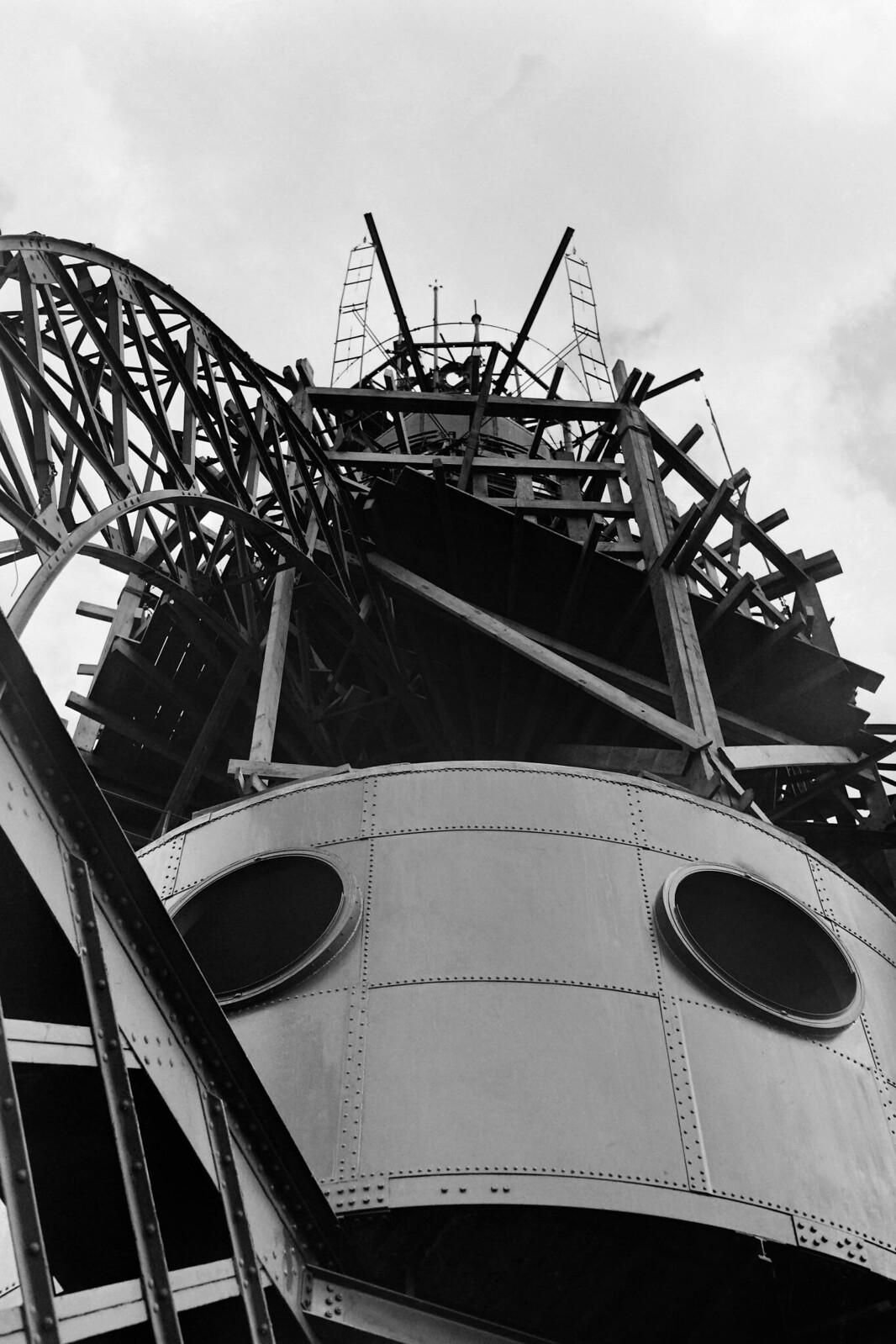 03. 1949. Снимок телевизионной антенны, установленной на вершине Эйфелевой башни, август