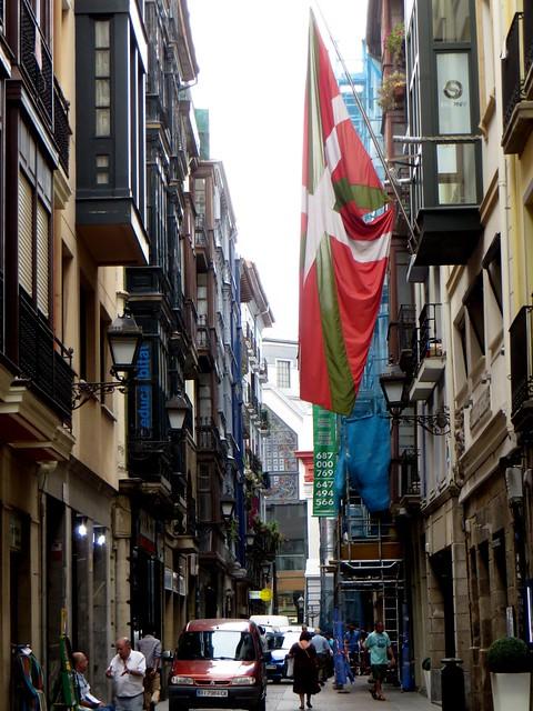 Ikurriña, la rue basque, Dendarikale kalea, , Bilbao, Biscaye, Pays Basque, Espagne.