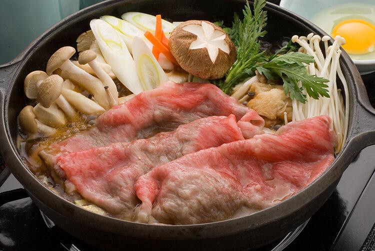 Daging sapi Yonezawa adalah gaya Sukiyaki