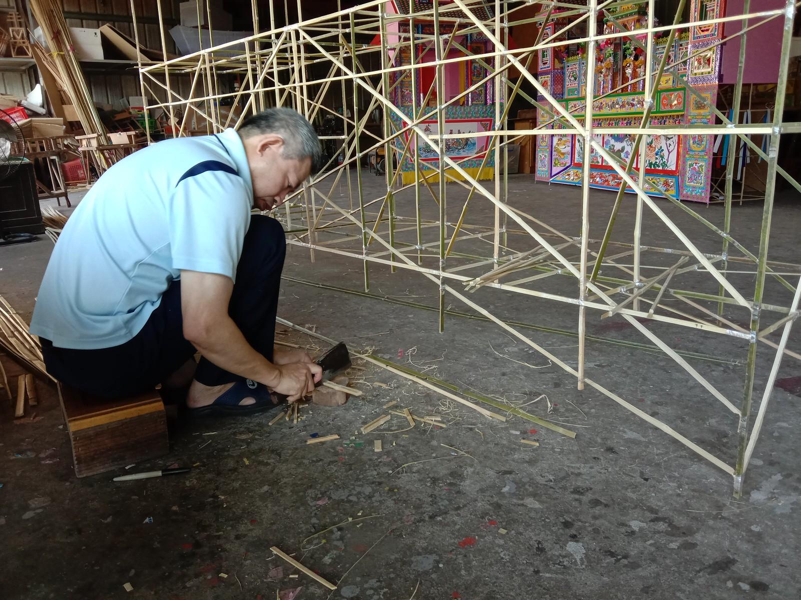 傳統紙紮屋製作過程01(攝影/劉慧馨)