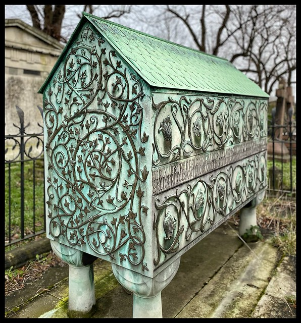 Walking around Brompton Cemetery