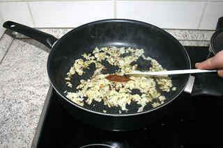 29 - Braise onion / Zwiebel andünsten