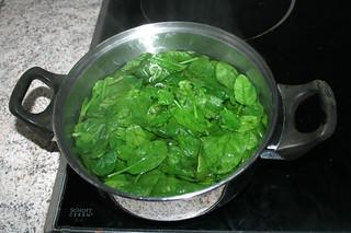18 - Blanch spinach / Spinat blanchieren