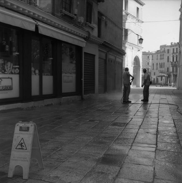 Venezia VI: in the summer, in the morning, in the city