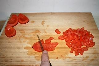14 - Dice tomatoes / Tomaten würfeln