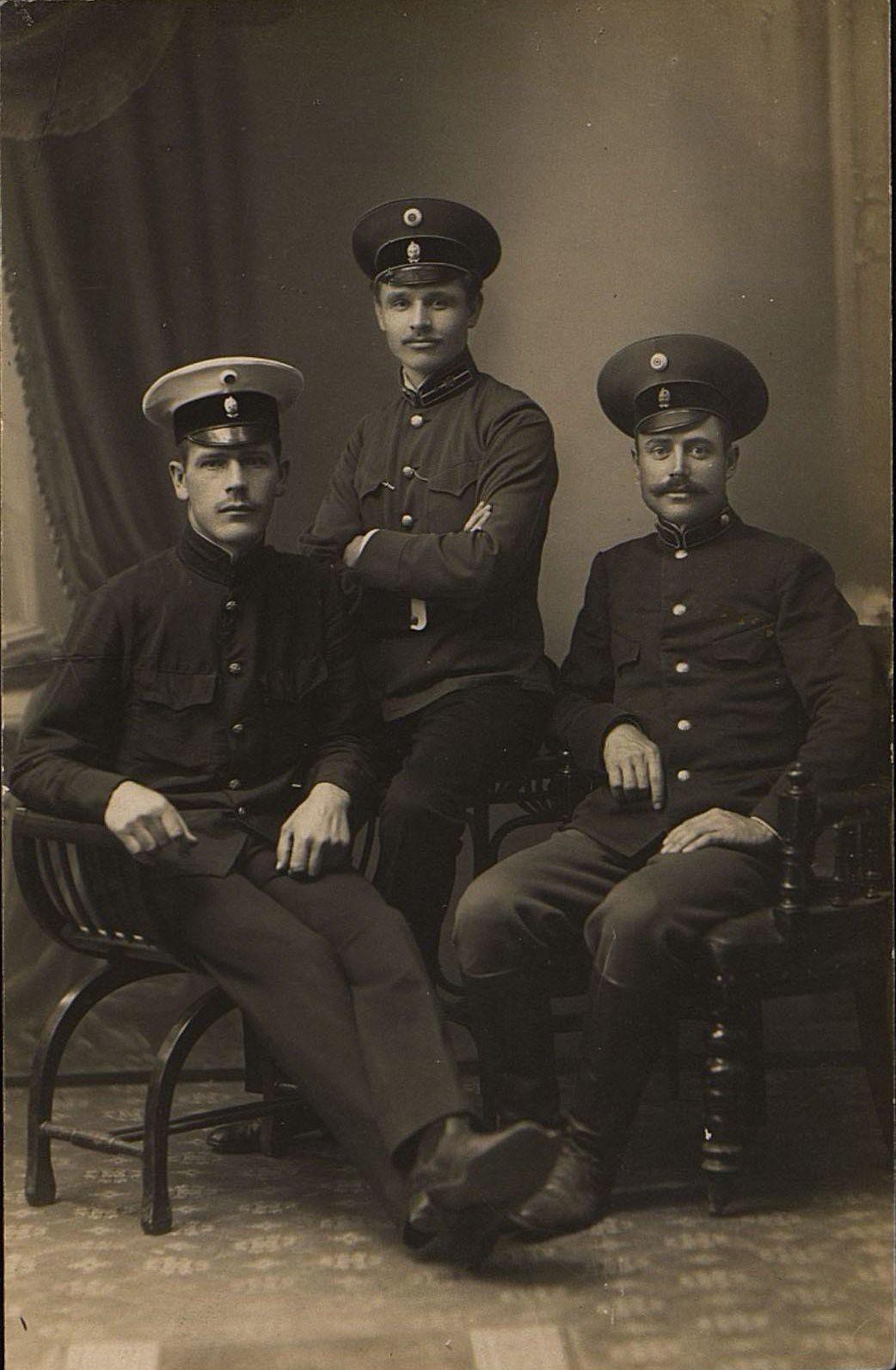 Чиновники Владивостокской почтово-телеграфной конторы. 1915