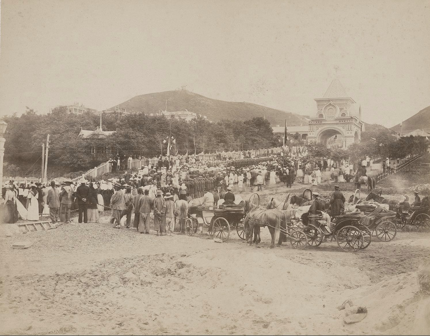 Жители города встречают цесаревича Николая Александровича. 1891