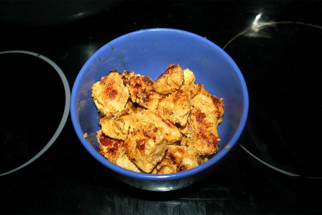 24 - Put fried chicken aside / Angebratene Hähnchenwürfel bei Seite stellen