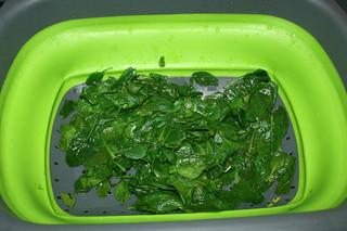 20 - Drain blanched spinach / Blanchierten Spinat abtropfen-lassen