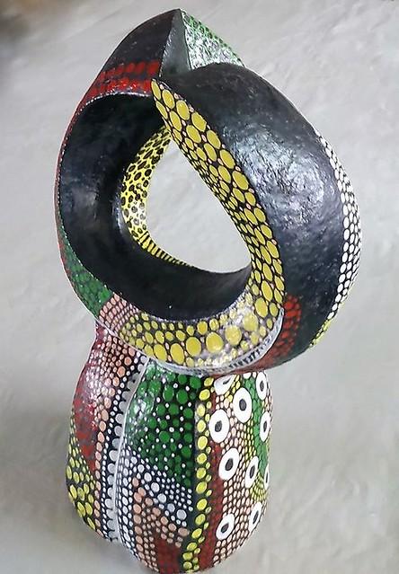 הפיסול המופשט האבסטרקטי רחל פרנק פסלת ישראלית מודרנית יוצרת עכשווית היוצרות המודרניות הפסלים המופשטים המצויירים ציור בנקודות