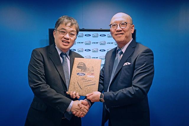 麗寶渡假區副董事長陳志鴻(右)與福特六和汽車營銷服務處副總經理蘇嘉明正式確認合作意向