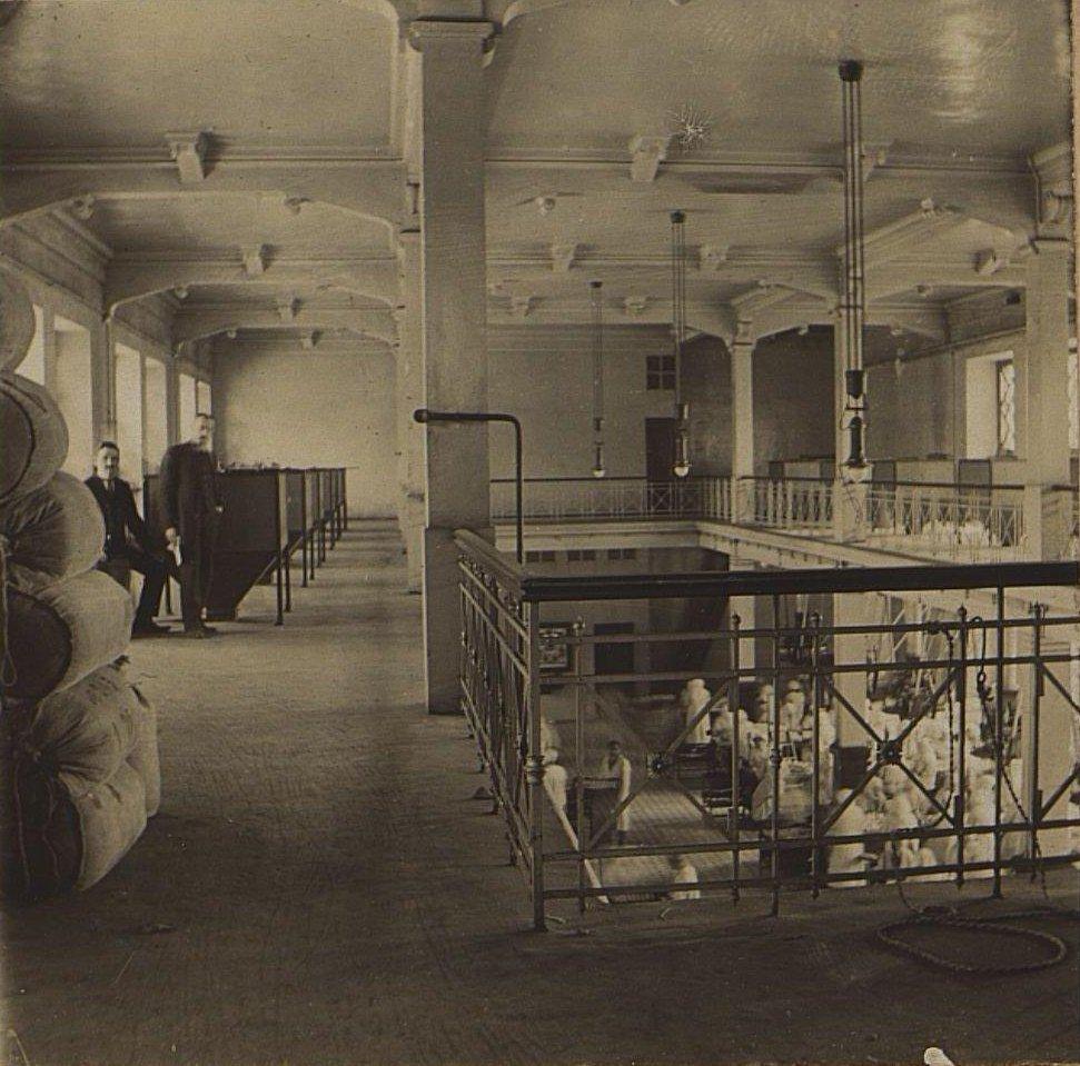04. В одном из помещений Одесской чаеразвесочной фабрики В. Высоцкого и Ко.