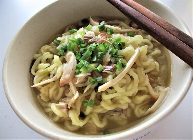 Kokomen instant noodles, served