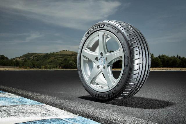 台灣米其林輪胎將以Pilot Sport 系列產品首度投身台灣正規賽車運動,贊助麗寶國際賽車場舉辦之賽事活動(圖為Ford Focus ST-Line原廠配置的米其林Pilot Sport 4)
