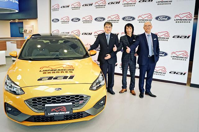 麗寶樂園渡假區副董事長陳志鴻(右)與福特六和汽車副總經理營銷服務處蘇嘉明(左)、台灣賽車教父陳俊杉(中)三方合作,將於今年五月在麗寶國際賽車場舉辦Ford Focus挑戰賽
