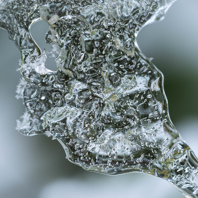the tiny world of ice crystals