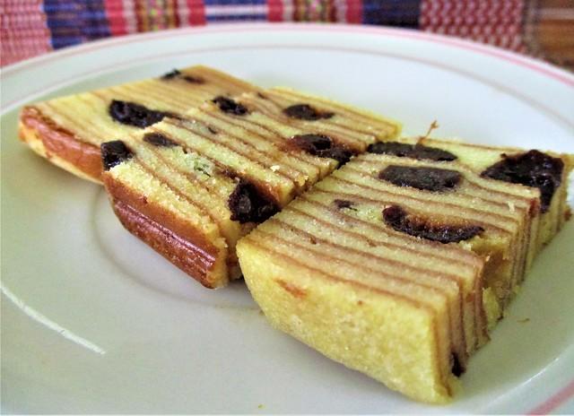 Louis Bakery kek lapis prune