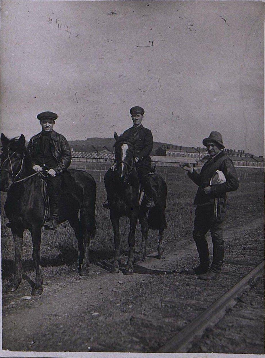Тт. Груздуп и Самойлов в дороге. Берзин А. П. 1931
