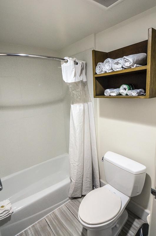 Toilet shower Del Sol Inn