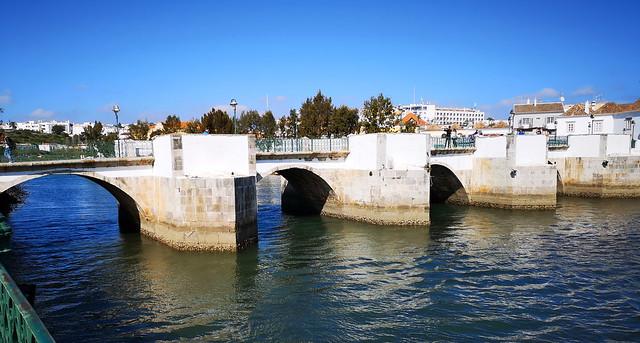 Río Gilao y Puente de Siete Arcos o Puente Romano de Tavira Algarve Portugal 02