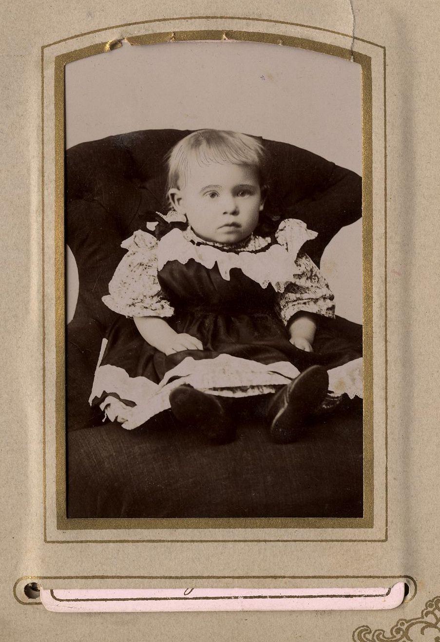 17. Ребенок в кресле