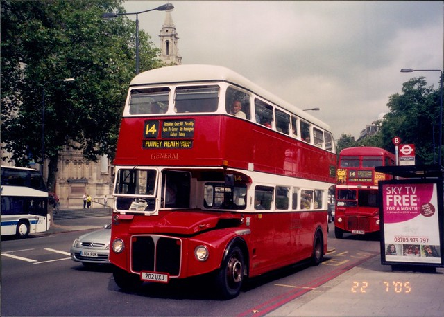 London General Routemaster RML887 202UXJ