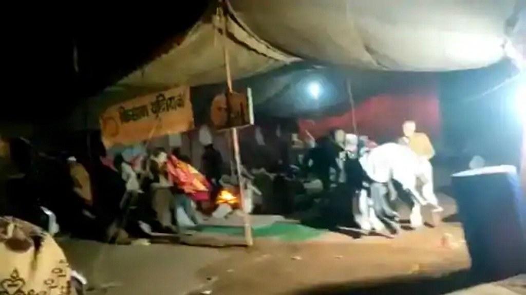 दिल्ली हिंसा के बाद बागपत में यूपी पुलिस की बड़ी कार्रवाई, देर रात किसानों को खदेड़ा