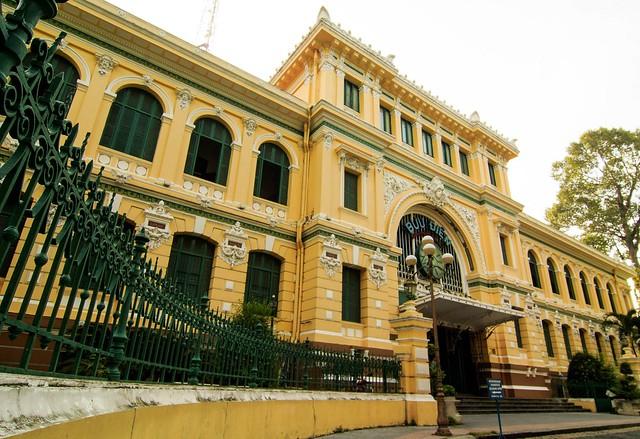 Landscape photo: Central post office in Ho Chi Minh City (Viet Nam)
